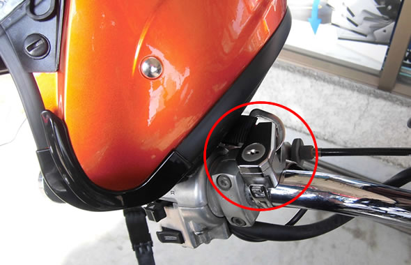 ヘルメットロックホルダー